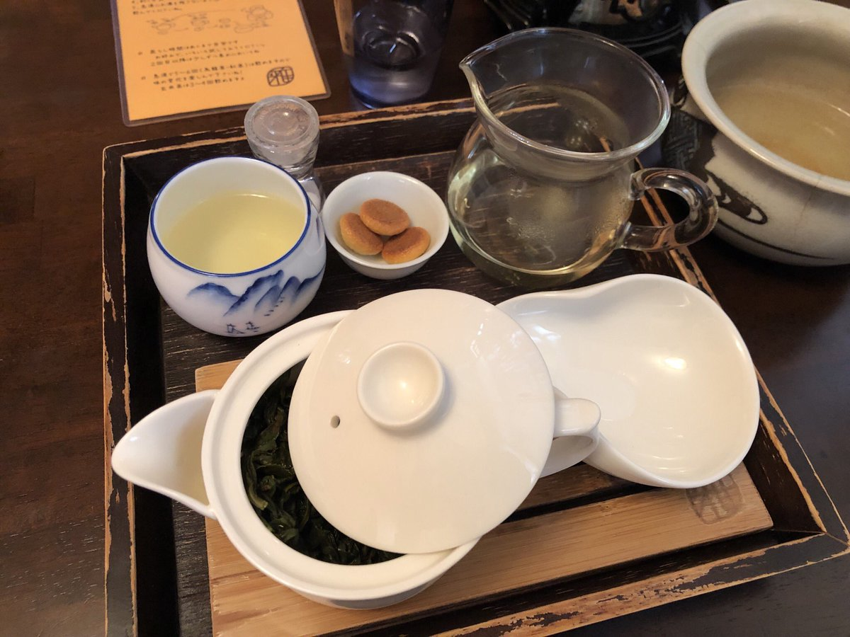 喉渇いて、ダラダラ茶をすするために茶屋にやってきたのに、隣の席がどうやら転職エージェントと転職希望者の面談のようで、エセ東京弁で意識高い系の会話をずっと続けている。うん。オレはダラけたいんだ。ダラけさせてくれσ(^_^;)