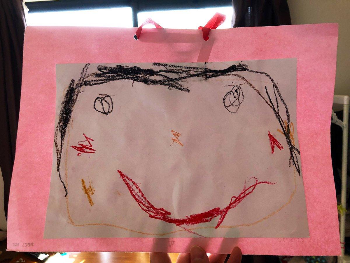 フルタイムの仕事に転職し約10時間保育園のお世話になってるけど、行きたくない!と言ったこともなく毎日保育園楽しかった!と言ってくれる息子。年少さんになって母の日の似顔絵もいつの間にかこんなちゃんと書けるようになってて本当保育園に感謝しかない。 微力ながらタグも #保育士さんありがとう