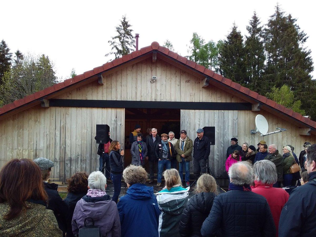 Ce matin à l'inauguration des sentiers de la photo au Haut du Tôt #Vosges La marraine est Isabelle Autissier. Et il fait en effet un vent de marin.
