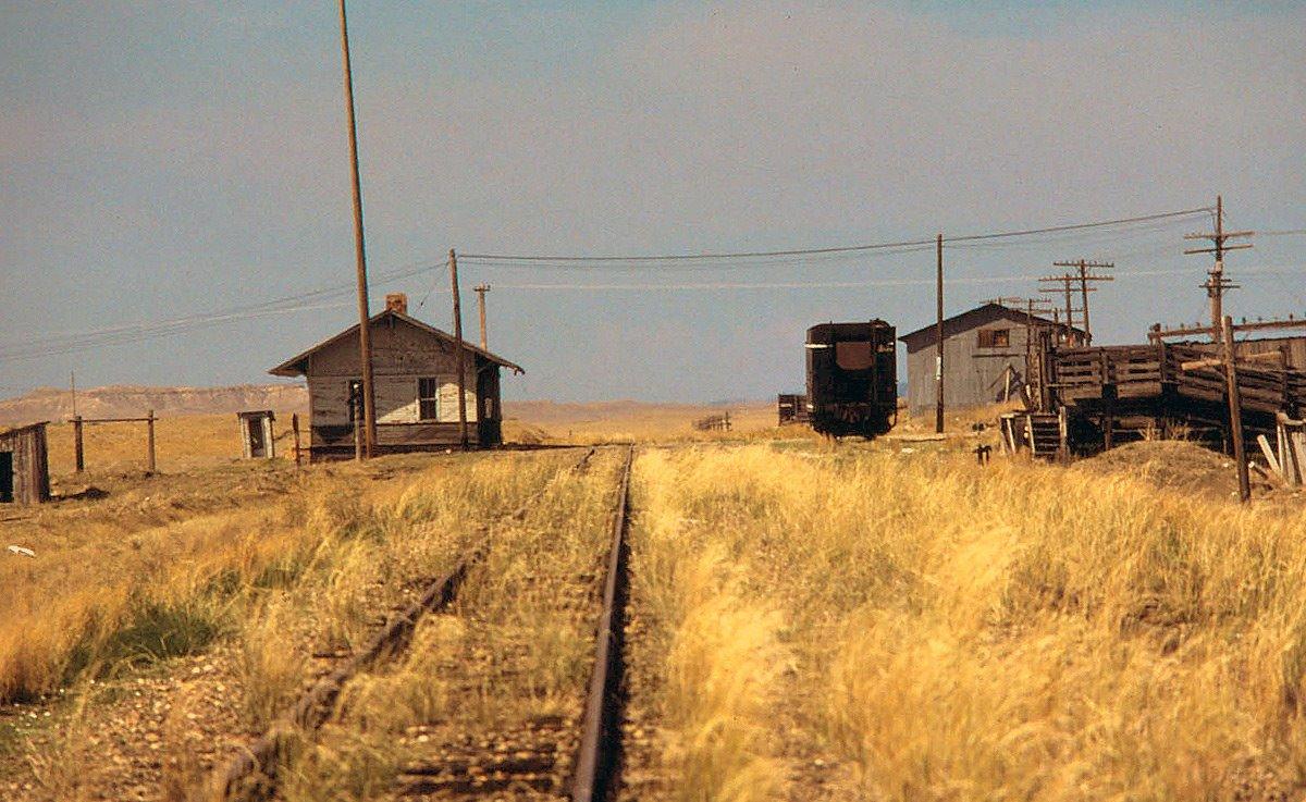 D6Se4iuW0AE1DGW - Electric Railroad through the Rockies