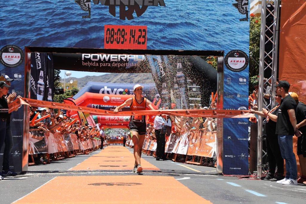 Ragna Debats (@MerrellOutside) wins the 2019 #Transvulcania Ultramarathon in 8:09:25! i-rn.fr/19TVU-Ragna