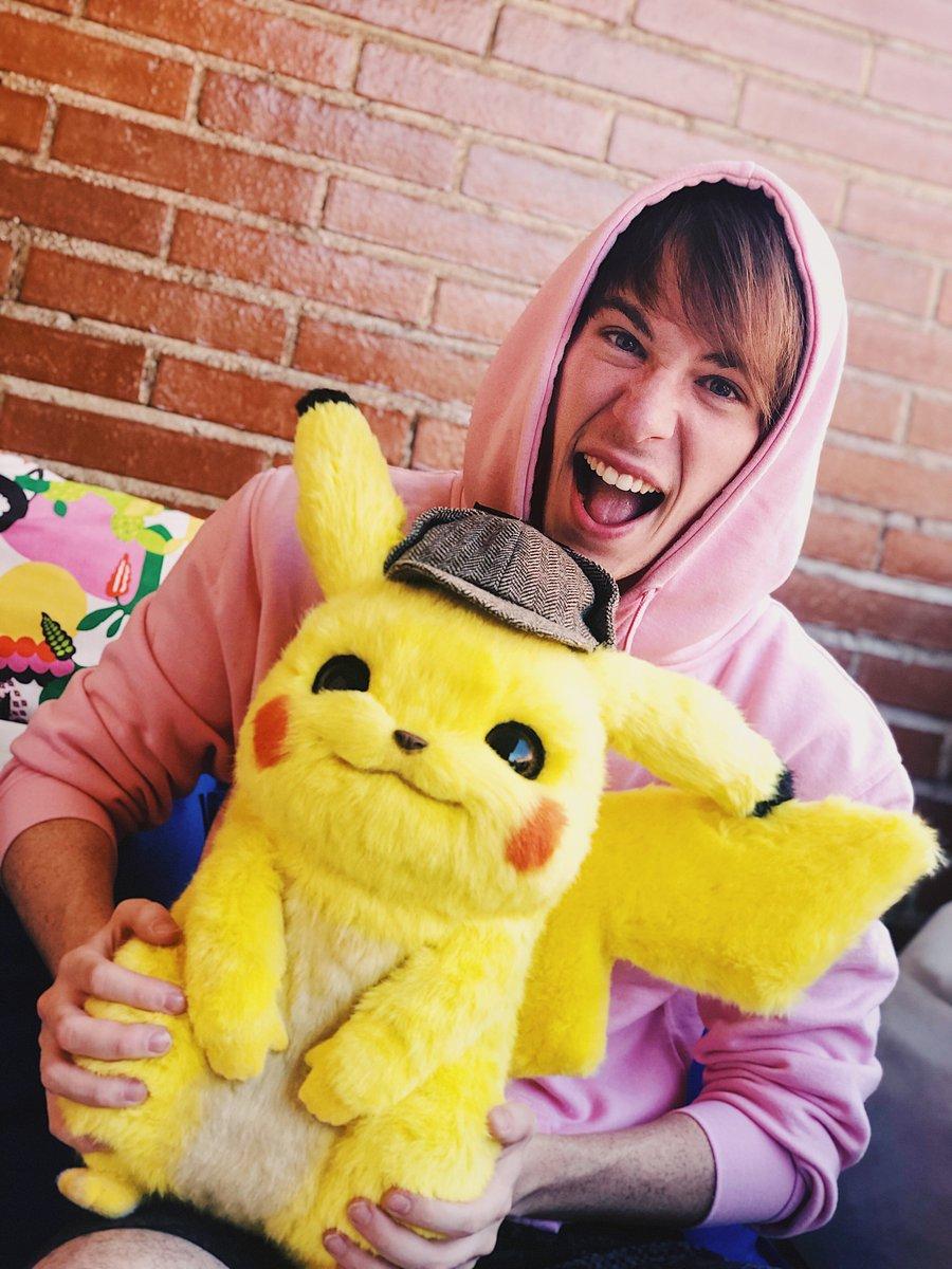 SORTEO PIKACHU DE 3.000€ Si queréis ganar un Pikachu hay que conseguir ser TT! Haz RT a esta foto y dime con el hashtag #FolaDetectivePikachu qué Pokemon tenéis más ganas de ver en la peli. El sorteo dura hasta mañana a las 16:00. Suerte a todos!!! #ad bit.ly/2PYZPVl