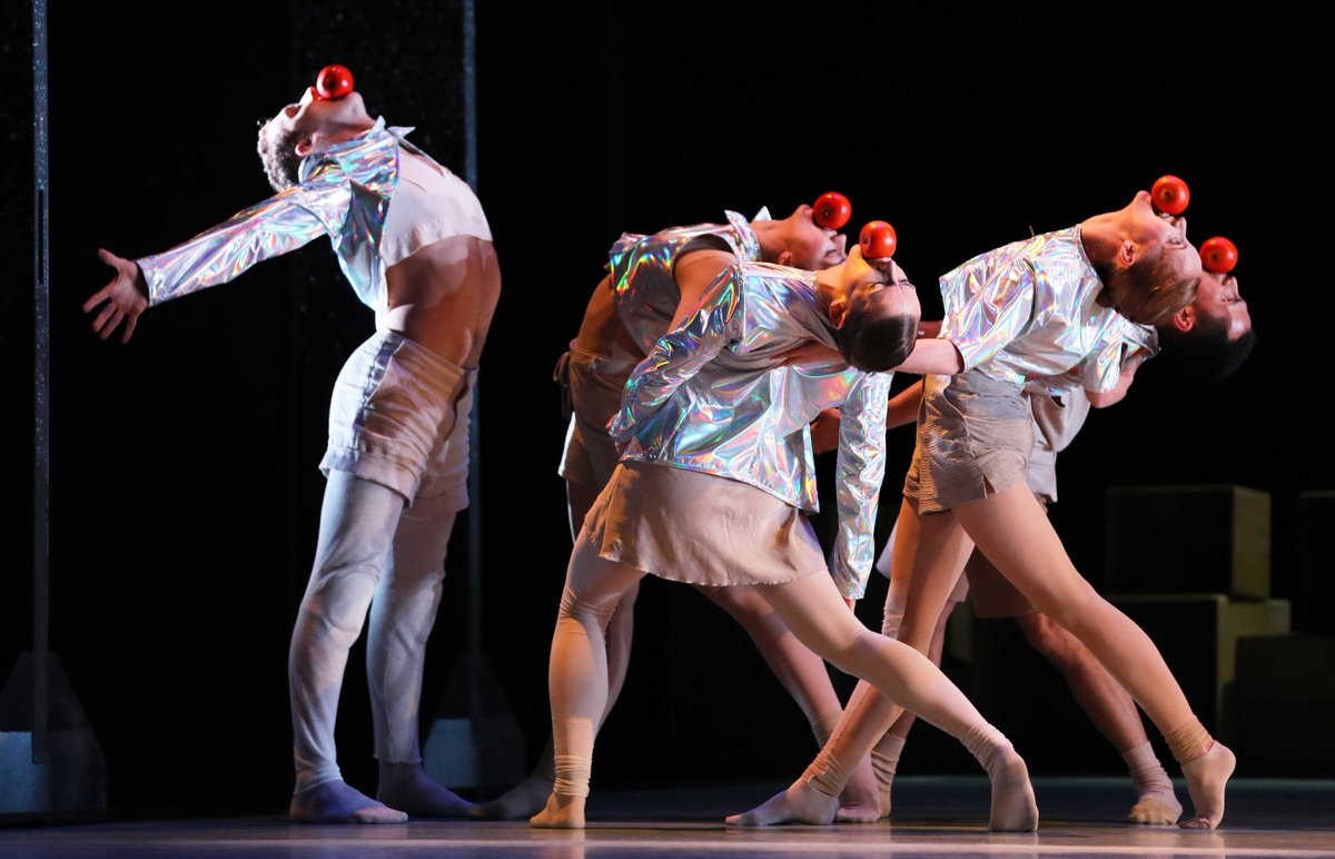 toitoitweet > dansers VIER VERHALEN EN EEN DAG > geniet op het podium van @Junushoff #Wageningen! > introdans.nl/vier-verhalen-… @spinvis