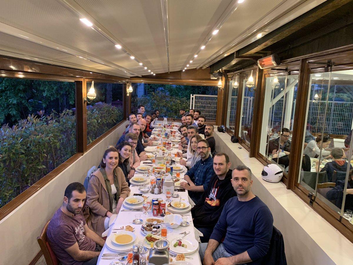 Sezonu güzel bir akşam yemeği ile sonlandırdık. Emeği geçen herkese çok teşekkür ederiz🏀🔥🐉 #bizbiraileyiz #RedDragons #gofire