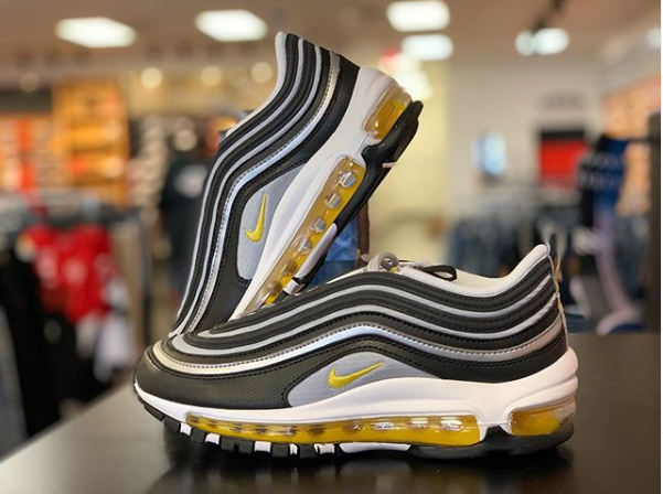 3578c0c12ad403 CityGearDelmont holding down the 97 game.  AM97  AirMax  Nike  https   tinyurl.com y45hj8sx pic.twitter.com SGCWTcIEir