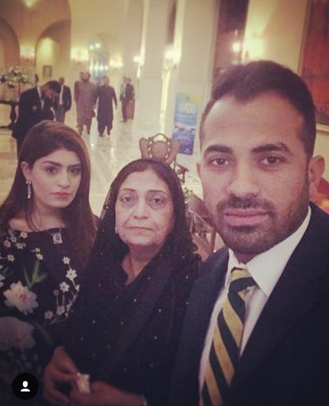 Happy #MothersDay to my Ammi and my Zaynab. I know one day is not enough to regard you for all that you do for us, but I won't let it go without telling you that you are the queens of my heart ❤️
