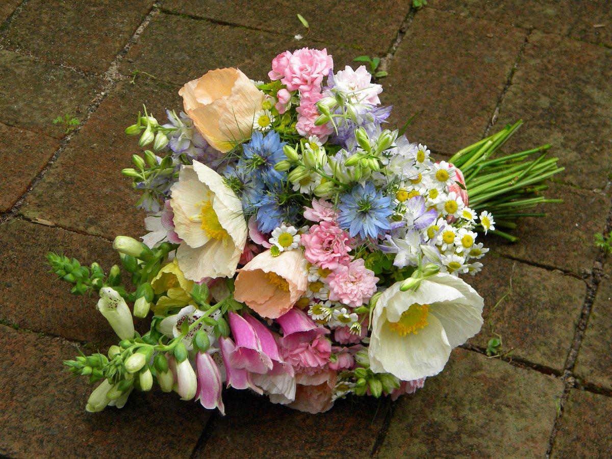 Цветов, оформление летних букетов