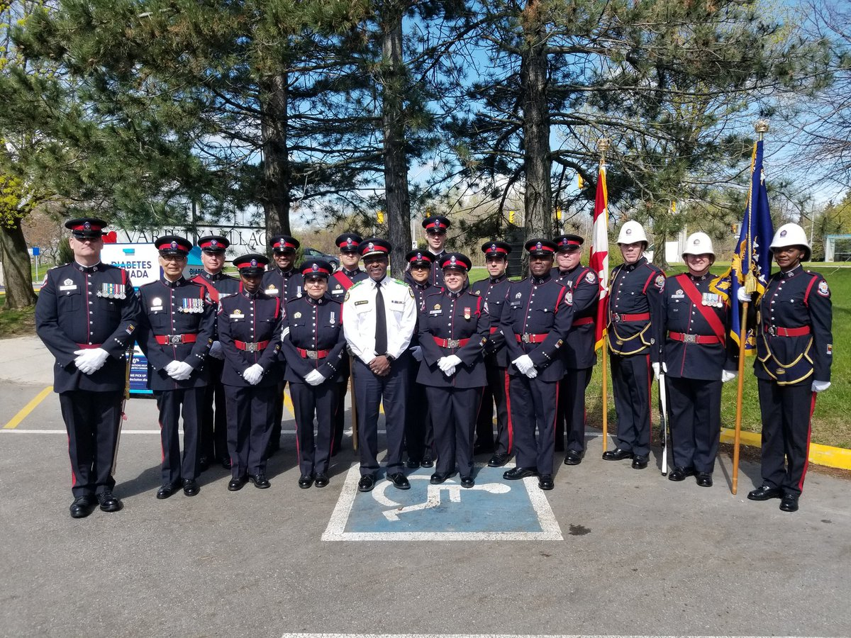 The @TorontoPolice Chief's Ceremonial Unit along with Chief @marksaunderstps at today's 37th Annual @TorontoPolice #VarietyVillage Children's Games   #TogetherWeMakeADifference<br>http://pic.twitter.com/tj2IF8XjXO