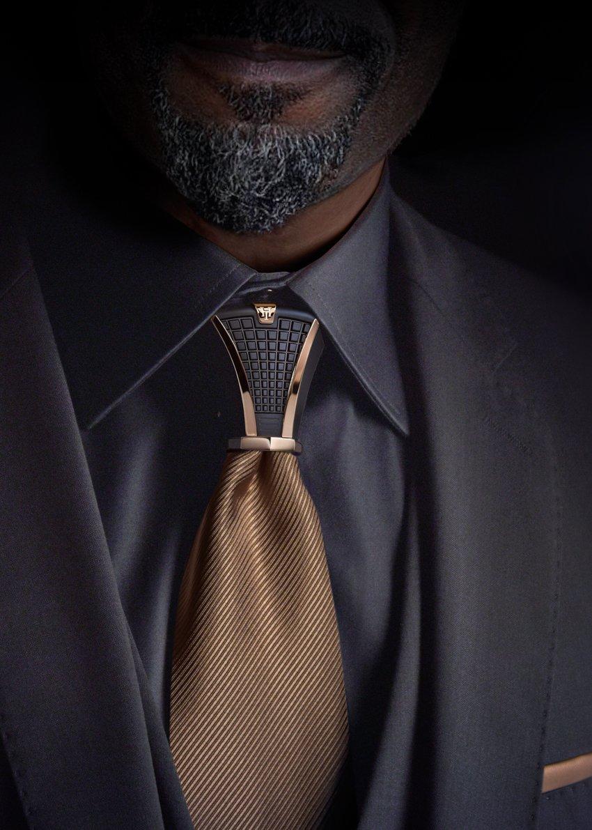 ネクタイの結び目に着けるアクセサリー「HOODTIE(フードタイ)」 いいな…すごく…いいな…