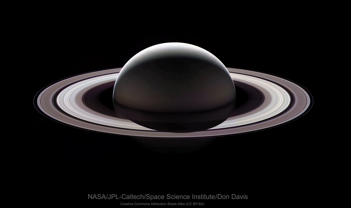 what color is saturn - HD2400×1420