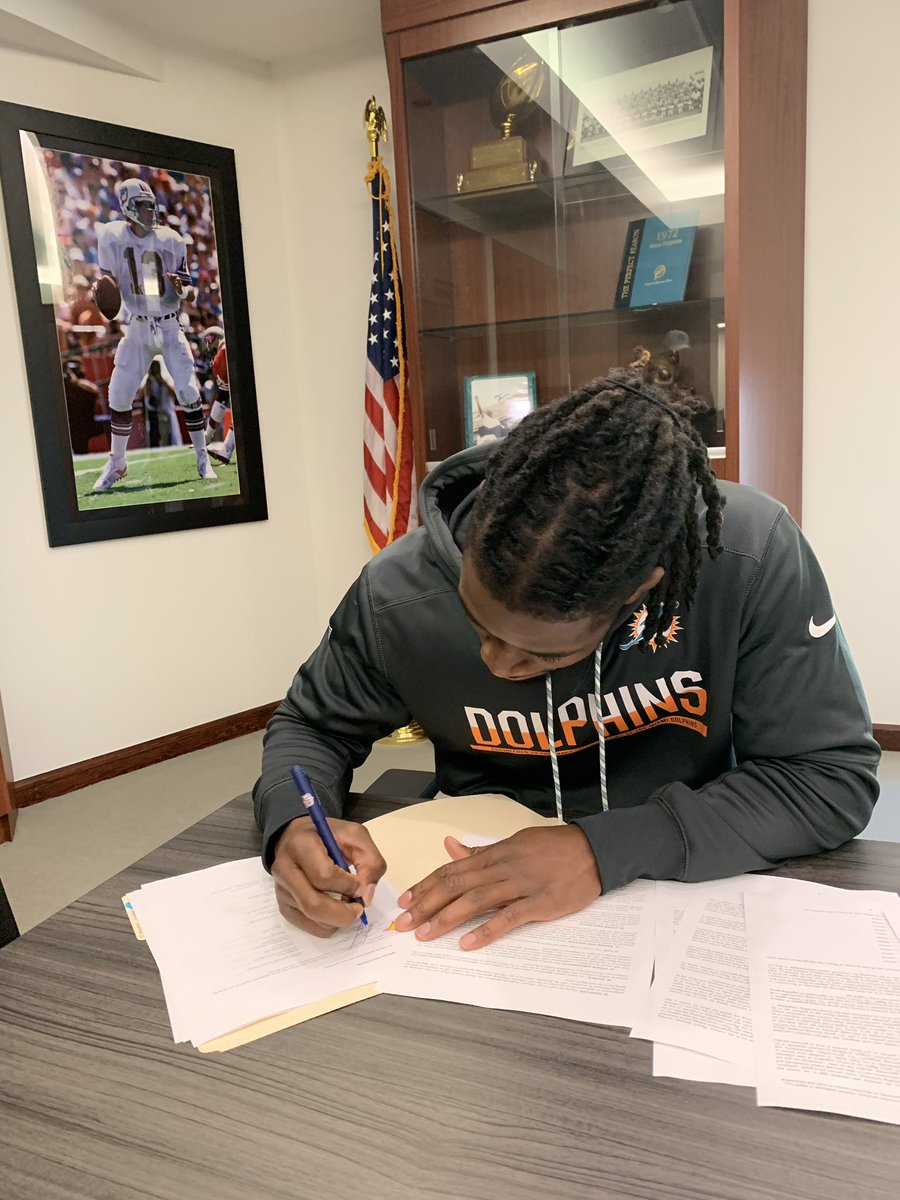 Truly thankful for the opportunity. @MiamiDolphins let's work. 🐬 #FinsUp 🆎🏁
