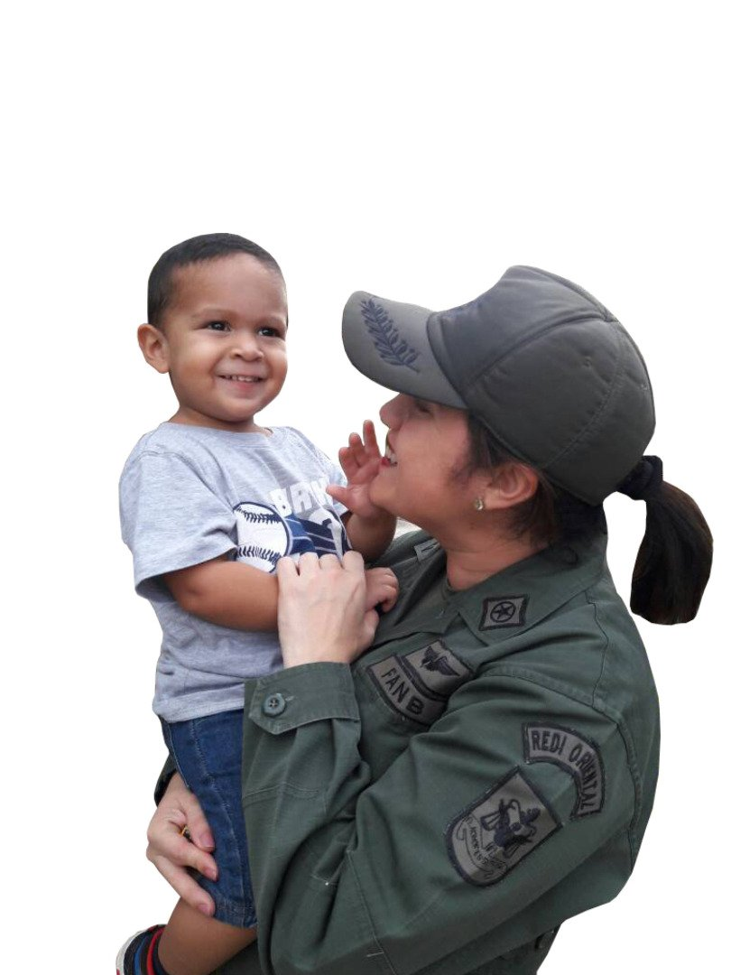 Felicidades a todas las Madres en su día! Mi especial saludo a las heroicas madres militares de nuestra Fuerza Armada Nacional Bolivariana. ¡GRACIAS! Por compartir la sublime tarea de luchar junto a nuestra MADRE Patria...¡Que Dios las bendiga siempre Madres de Venezuela! https://t.co/nQjDrLWwvj