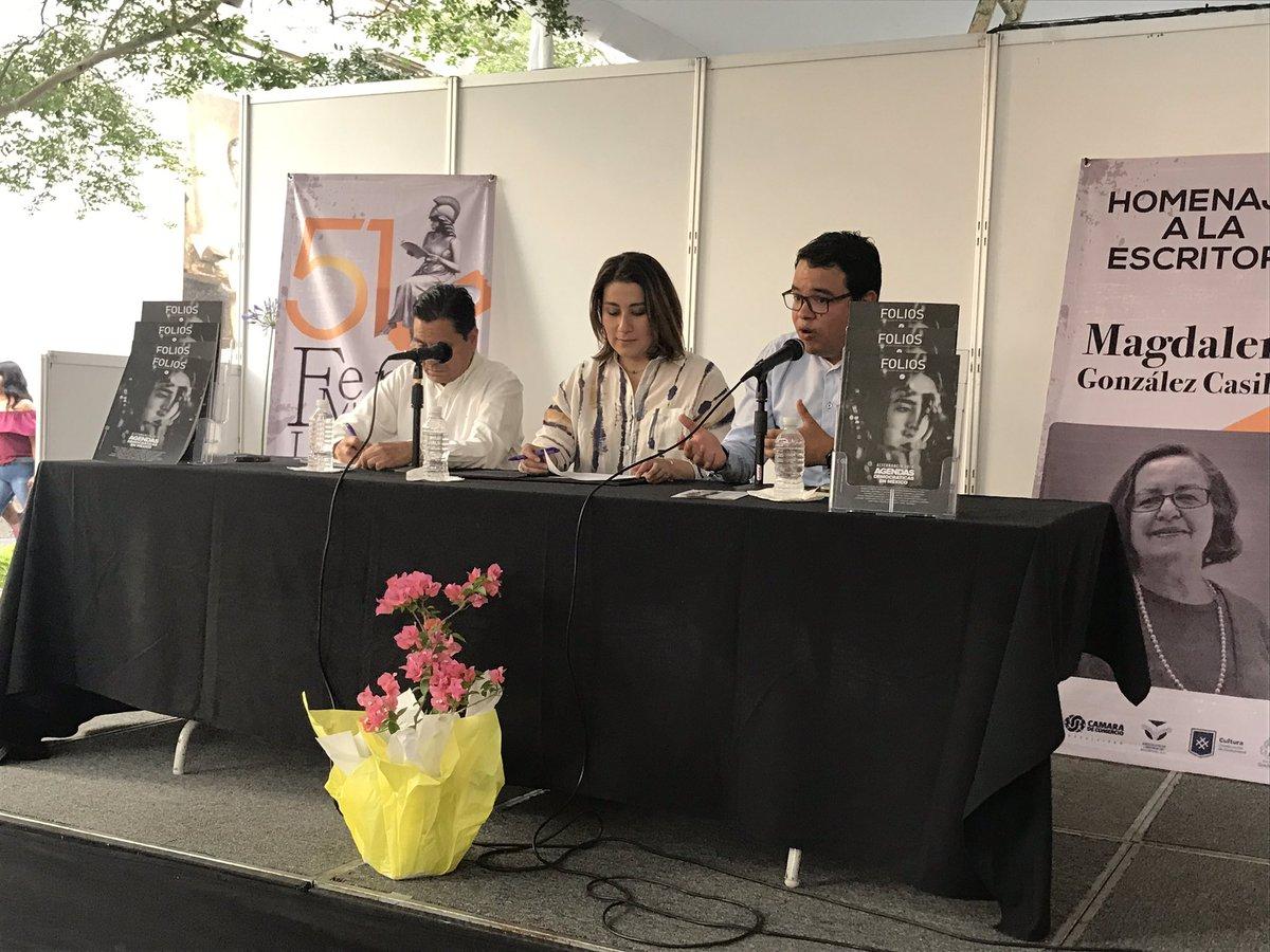 @BrenJSM y @PerezVega_moy  presentan el No.33 de nuestra @RevistaFolios en el marco de la Feria Municipal del Libro de Guadalajara https://t.co/XXxHVdgnRh