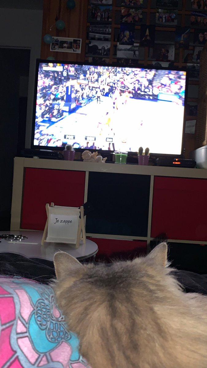 Toujours au rendez-vous pour ce dernier SNL de la saison 😍🏀. Merci la team #NBAextra pour tous ces moments partagés 👍🏻 You're the best ! @SoFrenchProd @AudreySauret @singletonchr @X2thaV #SNL #SundayNightLive #game7 #basket #NBA #NBAPlayoffs