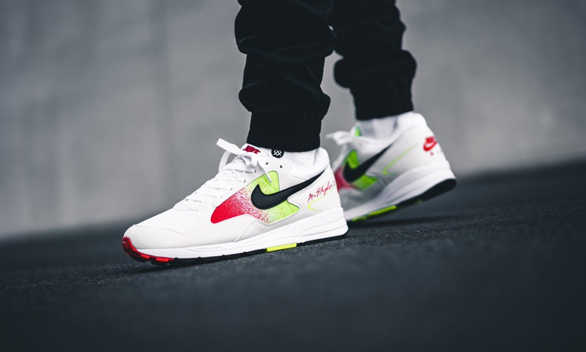 best cheap ef718 bd0da ... great colourways of the classic and comfy Nike Air Skylon II and cop  from Nike CA for just under  100! https   bit.ly 2Vu2BI5  pic.twitter.com tAXPbQdFua