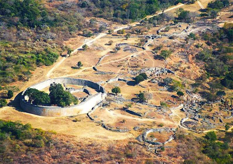 """The Great Enclosure (royal compound) of Great Zimbabwe (built c.1000AD) is the largest ancient structure in sub-Saharan Africa. The """"global-minded"""" royals lived a fine life, using porcelain from China's Ming dynasty (1368–1644) – before European colonialists arrived #GreatAfrica"""
