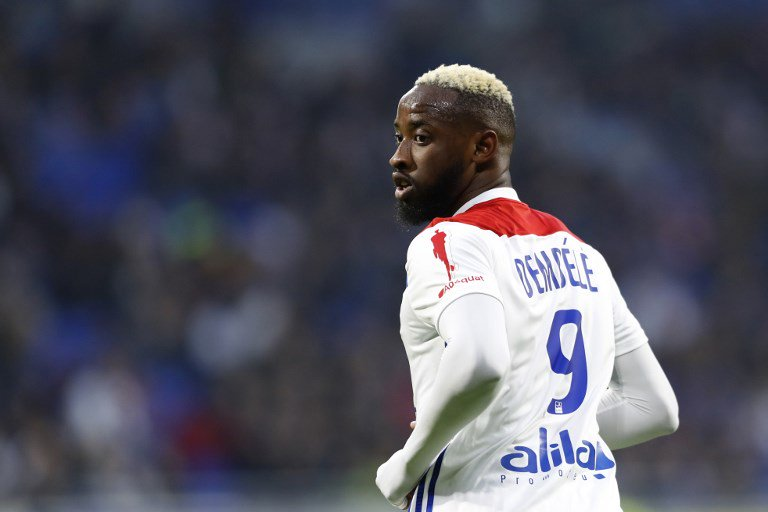 Manchester United are eyeing Lyons Moussa Dembélé as a potential replacement for Romelu Lukaku, who is keen on a move to Serie A. (Source: Daily Express)