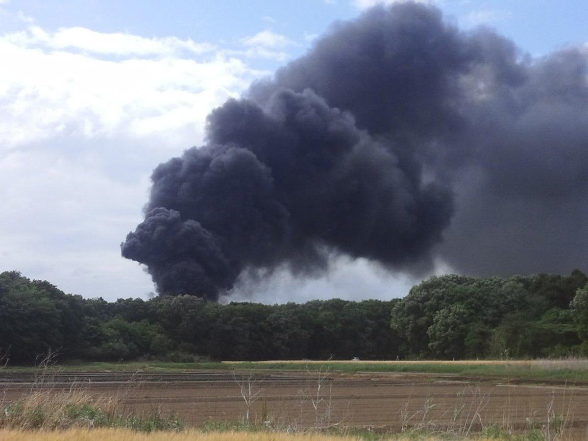 栃木市岩舟町で火事 廃棄場の廃プラが炎上 大量の黒煙立ち上り騒然