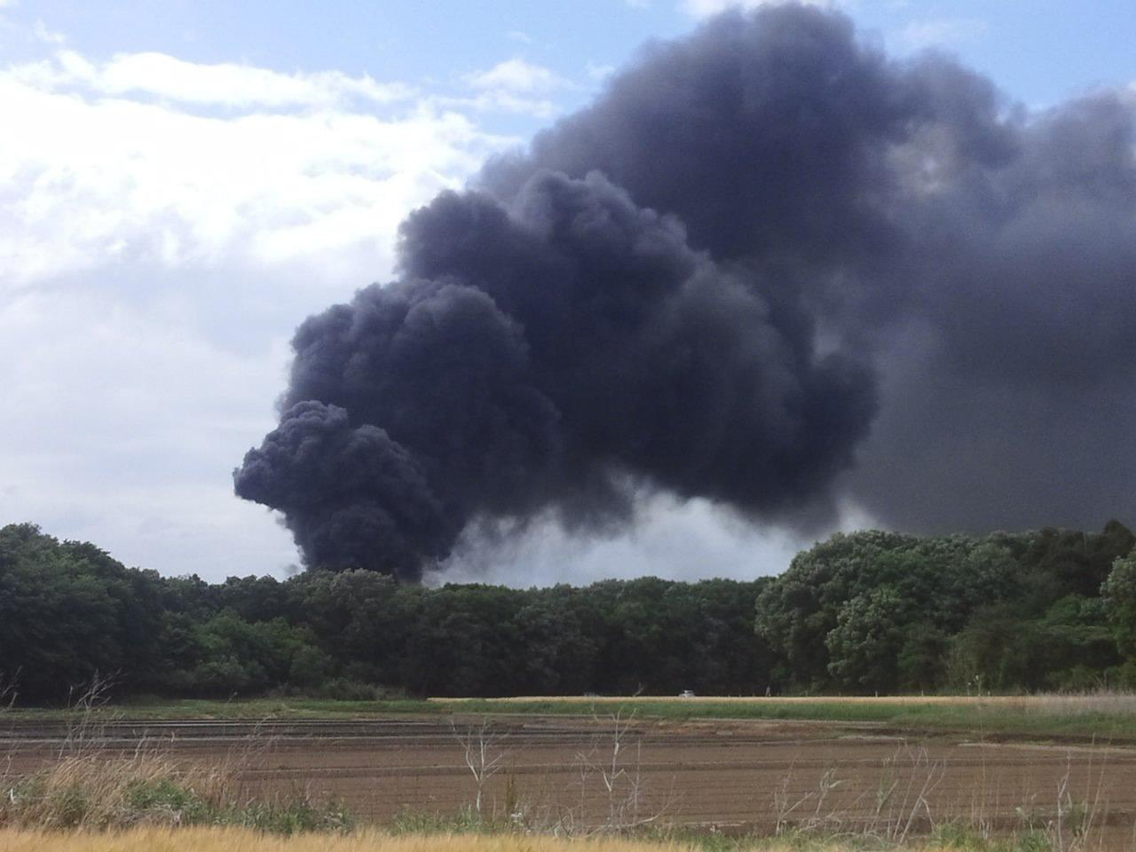 栃木市岩舟町曲ケ島で火事が起きている現場画像