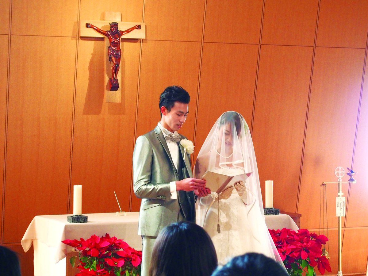 憧れの仕事をかなえるために!神戸国際大学ではチャペルにて、授業実習で模擬結婚式を行っています。卒業生も観光業にたくさん就職しています。#ホテル #ブライダル #観光 #ファッション #経済学部 #神戸  #キッカケはココから