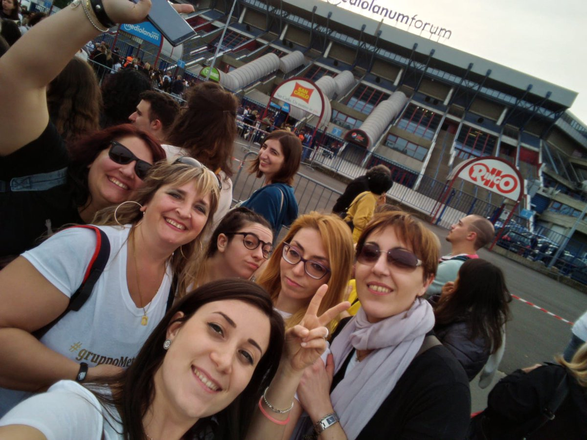 Un mese fa.....🎵un ..do...tre...saltaaaaaaa❤❤❤❤ La vita migliore ....la nostra #gruppoMetadisagiate @MetaErmal @ClaudiaDAcunzo #forumdiassago 💔💔