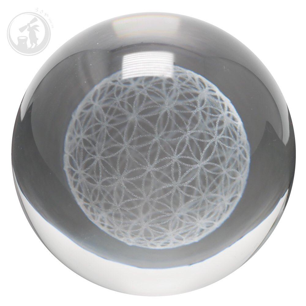 ガラス製のボールのなかに立体的なフラワーオブライフが浮かび上がるようにつくられています。  http://usa-ya.com/shopdetail/000000000693/original/page1/order/…  #うさや #usaya #フラワーオブライフ  #うさやのフラワーオブライフ #生命の華  #生命の花  #オルゴナイト  #floweroflife