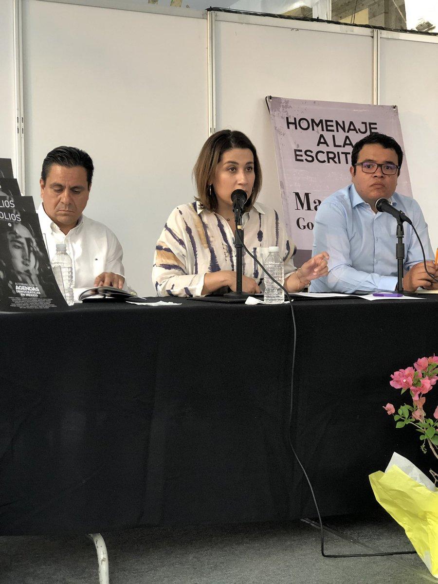 """La edición número 33, """"Alternancia 2018: Agendas Democráticas en México"""", es una reflexión abierta y plural sobre las agendas políticas, con una visión transversal. Además cuenta con la participación de las mejores plumas de nuestro país. https://t.co/EcKSnUgTth"""