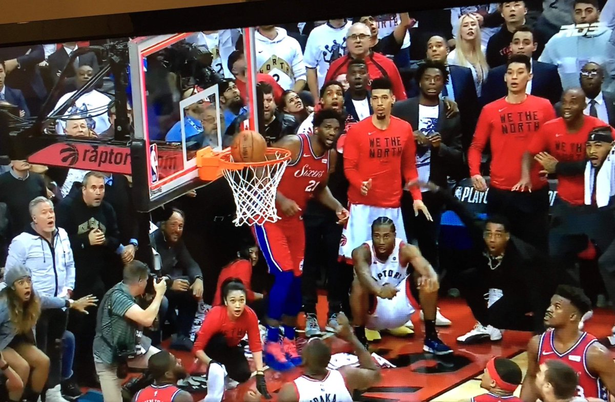 the facial expressions are priceless..personal favorite is girl on the bottom left 😂😂#raptors #Kawhi