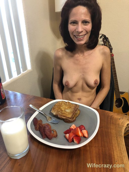 My Mother's Day breakfast for dinner 🌻  #Mothersday #Maturewife #wifecrazy #Stacie https://t.co/mozh