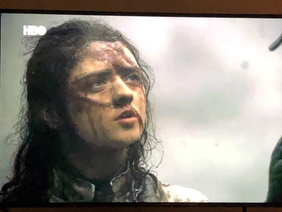 Arya va a matar a Daenerys y se va a sentar en el trono.  Winter is coming.
