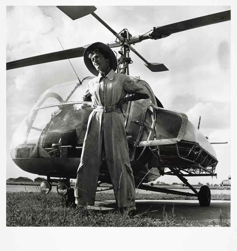 best service bfcee b2fe7  WomenInCulture Valérie André, médecin et pilote d hélicoptère en  Indochine, première  femme à atteindre le grade de général, photographiée  par Willy Rizzo ...