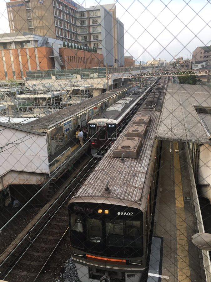 阪急千里線の柴島駅付近の人身事故で電車が止まっている画像