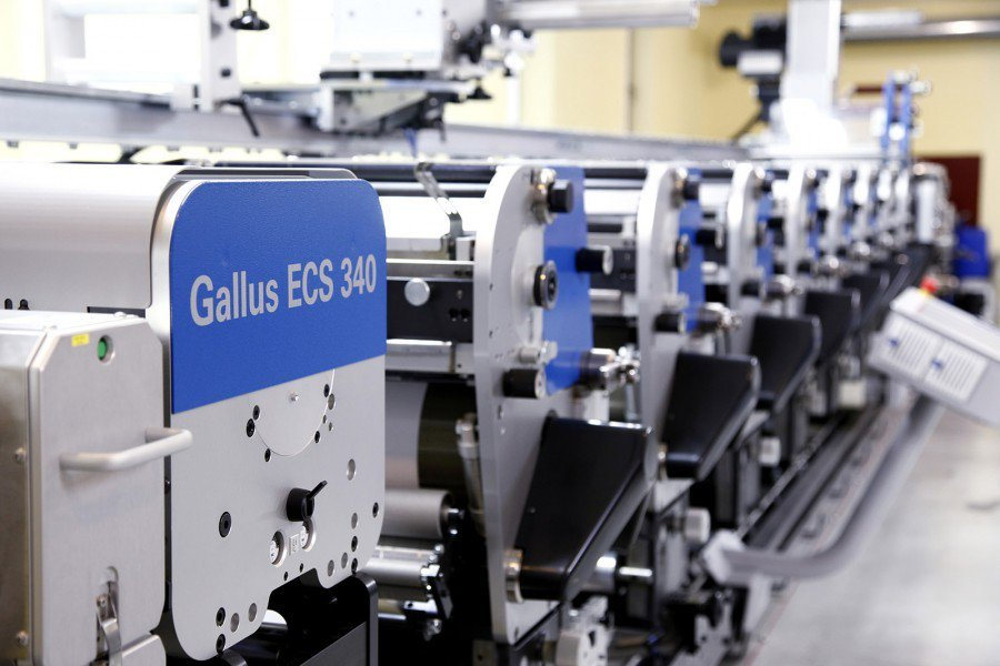 #Gallus ECS 340 has top speed label production at exceptionally low cost with the shortest web path in the label printing industry. The machine runs quietly and smoothly due to its solid and robust granite core exhibiting its excellent damping properties. https://zurl.co/sMmM