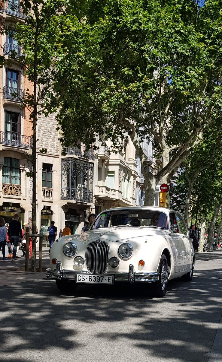 Nice to see a touch of style here in #Barcelonagp and gets me nicely in the mood as i fly to Bologna later for our fabulous Mille Miglia tour where I'm joined by host @tiff_tv