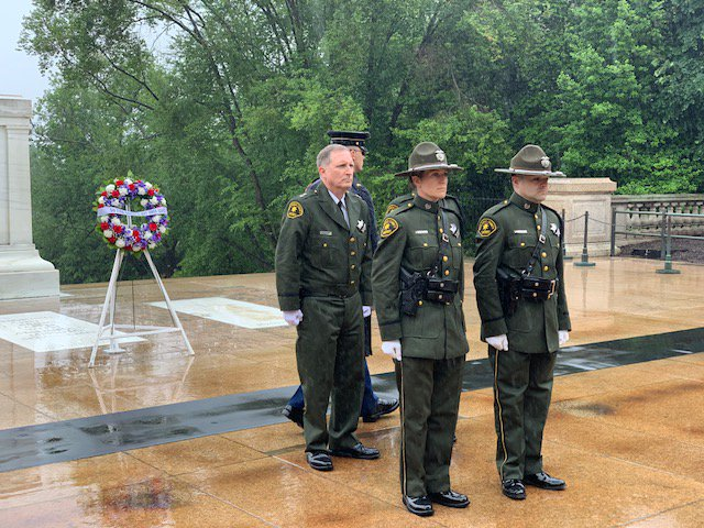 💐@SDSheriff Honor Guard is in Washington, D.C. for #NationalPoliceWeek in memory of those who made the ultimate sacrifice in the line of duty.  Today even in the rain, they paid their respects and laid a wreath at the Tomb of the Unknown Soldier at Arlington National Cemetery.
