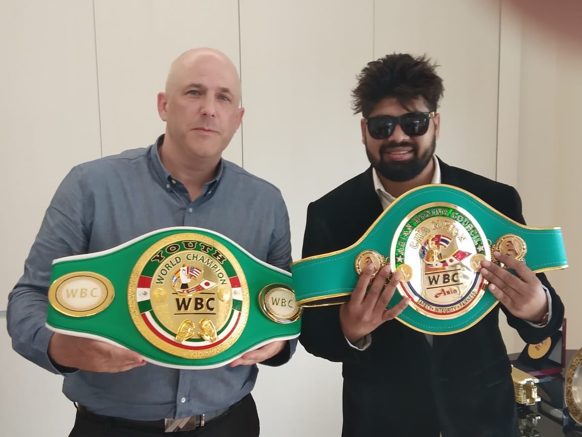 .@WBCBoxing activity in Asia keeps growing . Amhad Khan from #india with Kevin Noone from @WBCMuaythai meeting in #Thailand https://t.co/hep5s8z8ZL