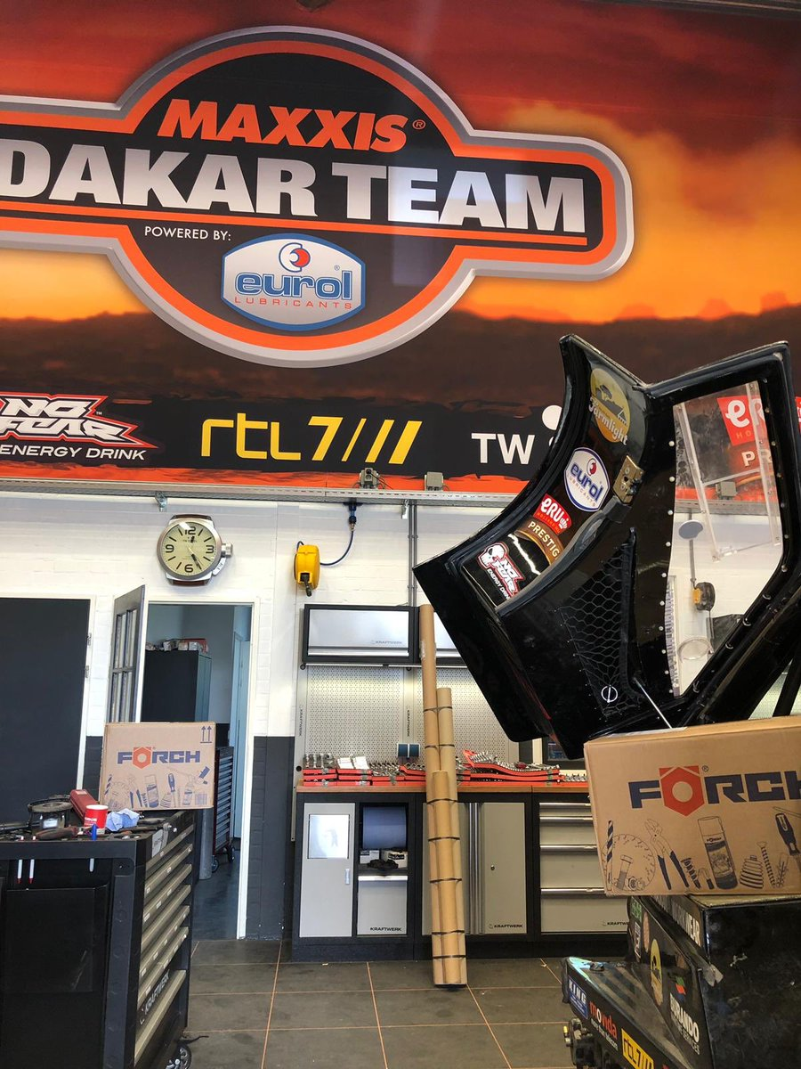Tools for #dakar2020 are in #beast347 #forch   Boys are happy <br>http://pic.twitter.com/kmcl63RxlX