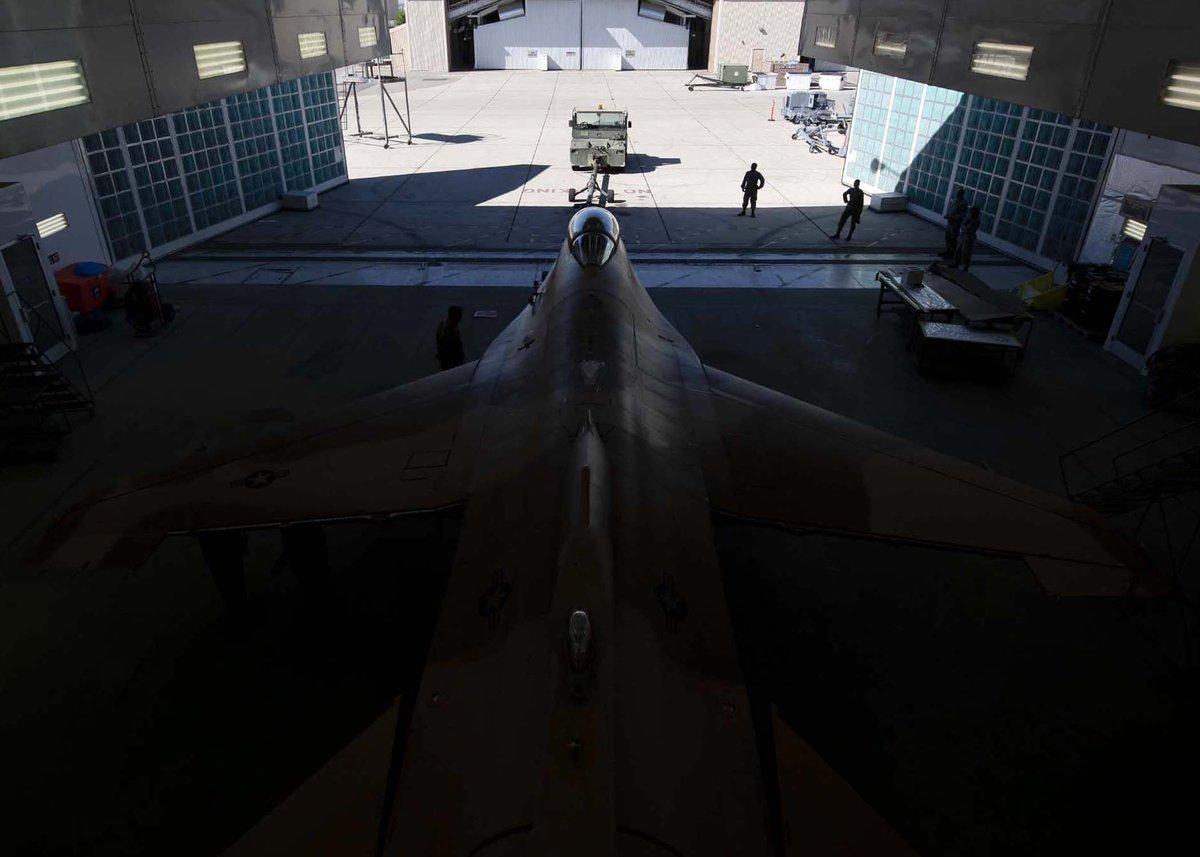 الكشف عن مقاتله F-16 بالتمويه الروسي  D6dxeMoV4AEMUdX