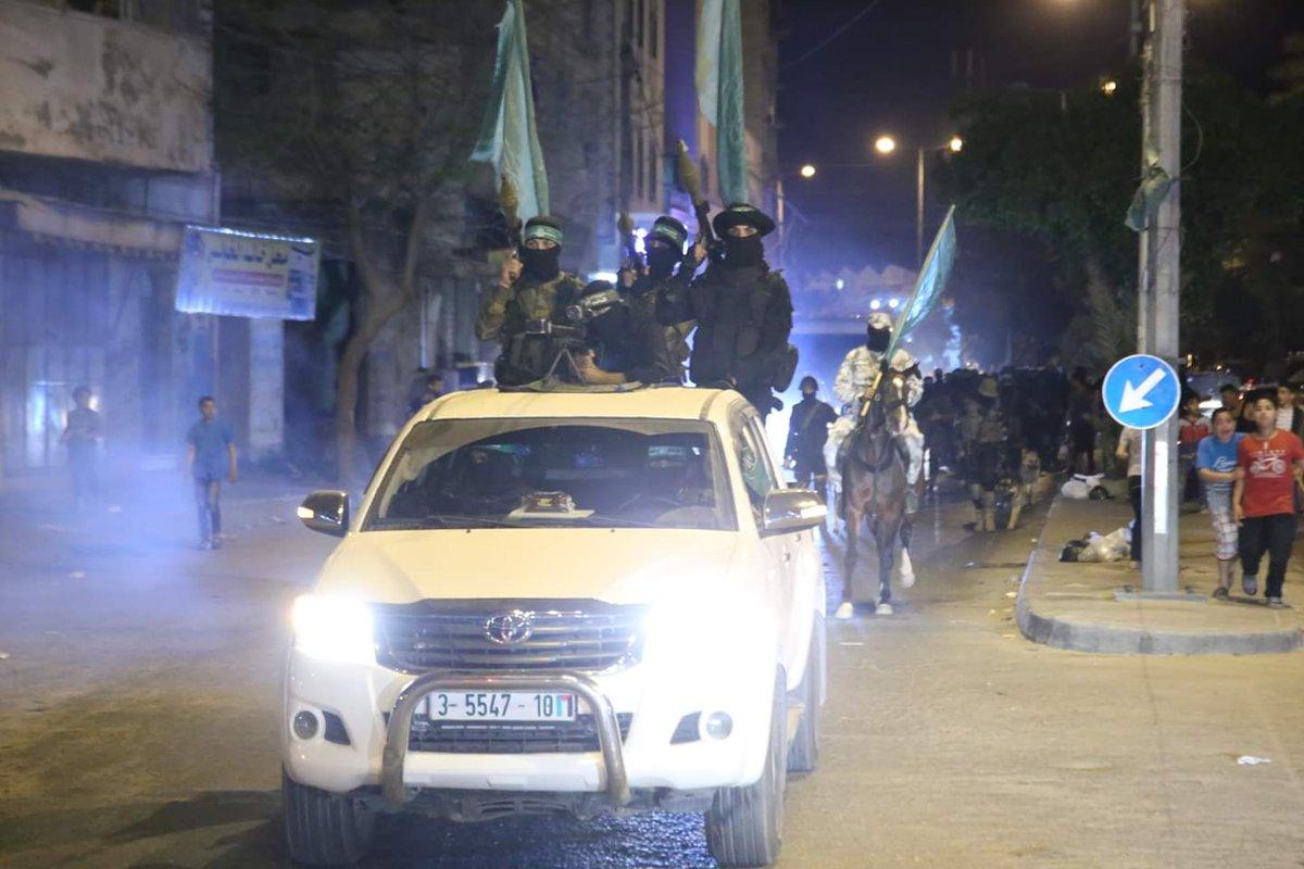 Large presence of al-Qassam Brigades fighters in the al-Zaytoun neighborhood east of #Gaza City this evening.