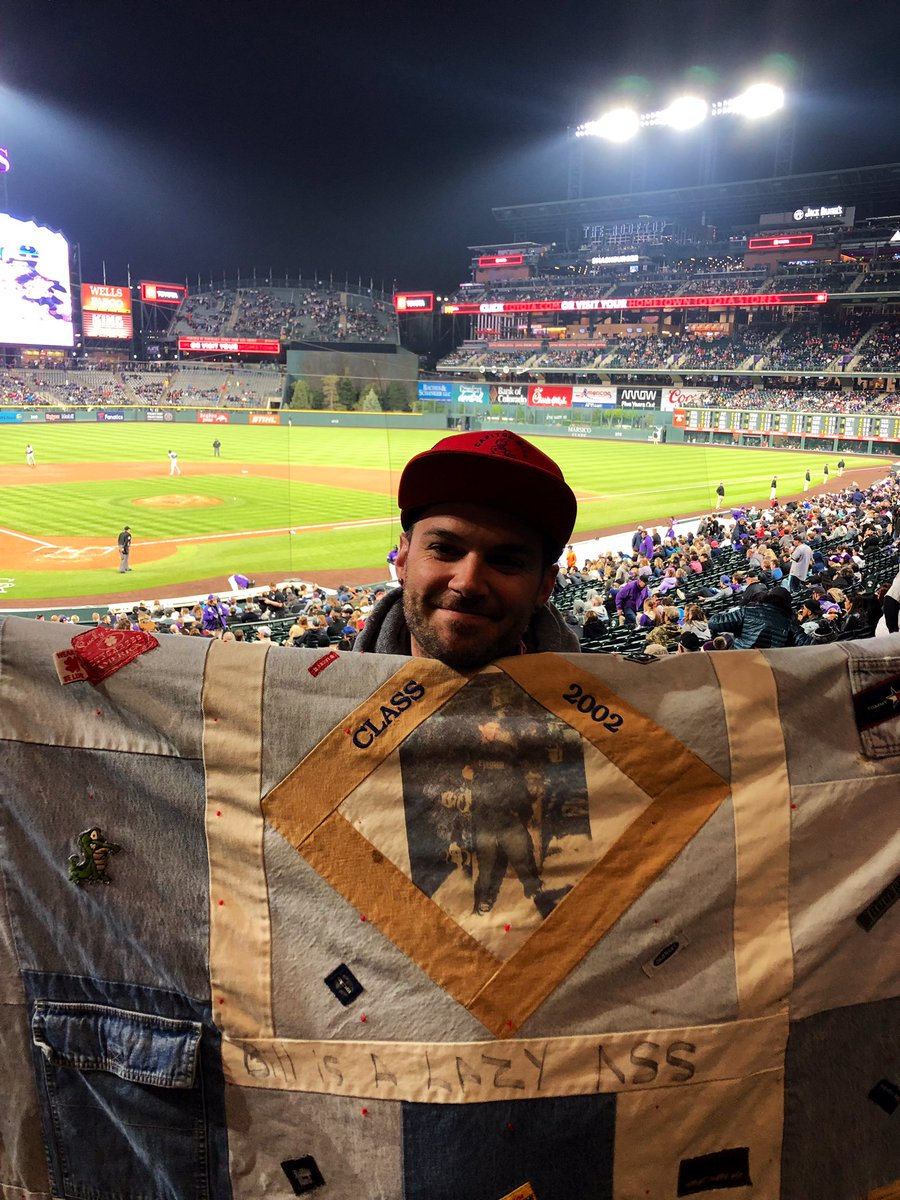 """Hey internet👋🏻 So, Friday someone ran off w/my blanket at the @Rockies game. My grandma made it for me. It has a picture of me in the center & my brother wrote """"bill is a lazy ass"""" on it. It does not wash out. It's very special blanket & I'd do anything to get it back-Pls retweet"""