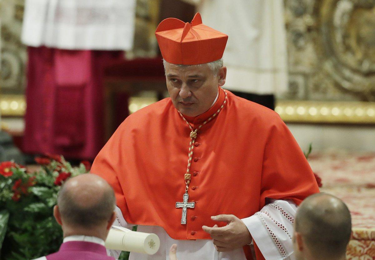Кардинал направил деньги Ватикана на помощь проституткам-транссексуалам