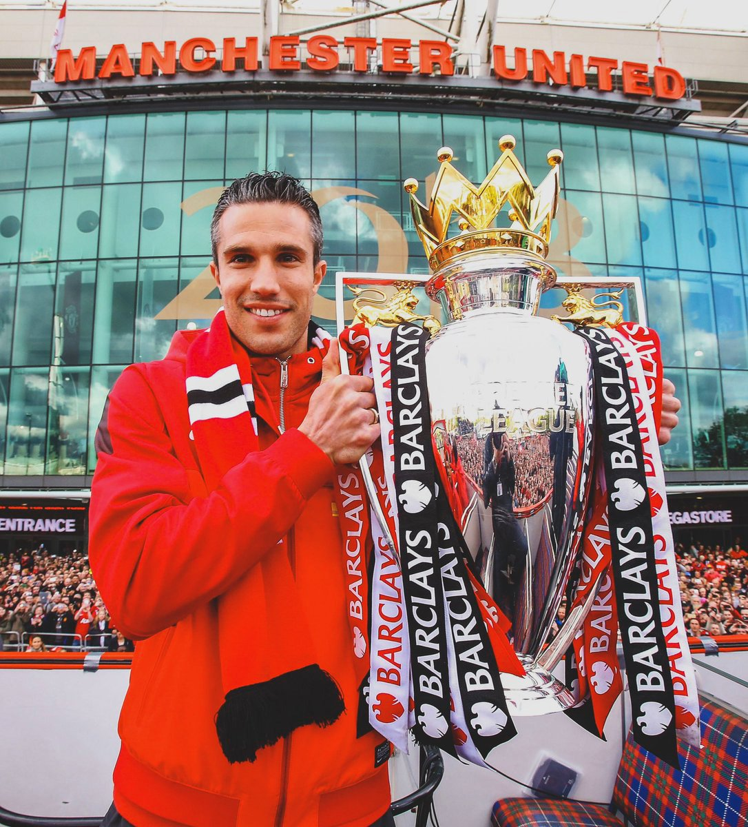 RESMI! Robin Van Persie gantung sepatu. Mantan pemain Setan Merah itu menyampaikan pengumuman setelah memainkan laga terakhirnya bersama Feyenoord.  👤105 Games ⚽️ 58 Goal 🏆 Premier League 🏆 Community Shield  Thank you @Persie_Official ❤️👏⚽️ #UtdIndonesia #UnitedTogether