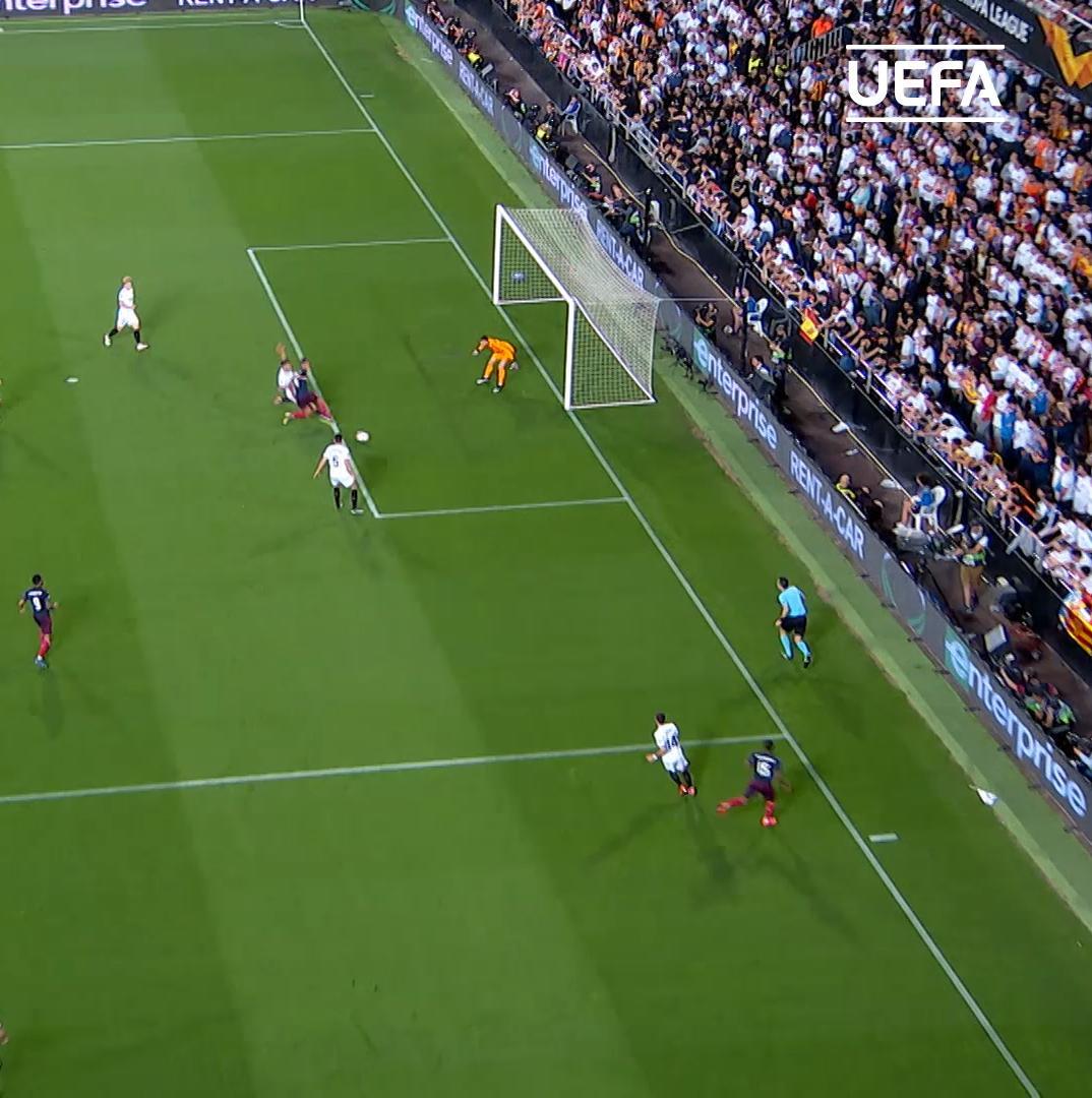 📍 Mestalla Stadium, Spain.   🇬🇦 The @Aubameyang7 show. 📺   ⚽️⚽️⚽️ A stunning hat-trick. 🙌   https://t.co/wPrZR5AcW6