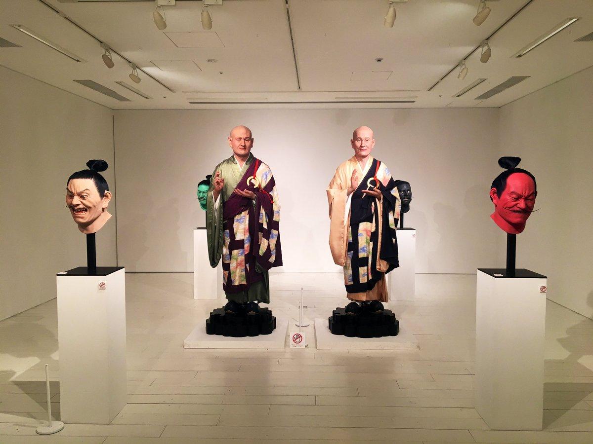 六本木ヒルズA/Dギャラリーにて 現代美術家の上路市剛さん(@ichitaka_kamiji )の個展に行ってきました! 毛穴、吹き出物、髭剃り跡など…どこまでもリアリティを追及して新しく表現された肖像たちはかなり見応えがあります! 19日までですので是非! #上路市剛 #ichitakakamiji