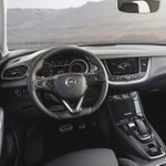 Image for the Tweet beginning: The Opel Grandland X Hybrid4