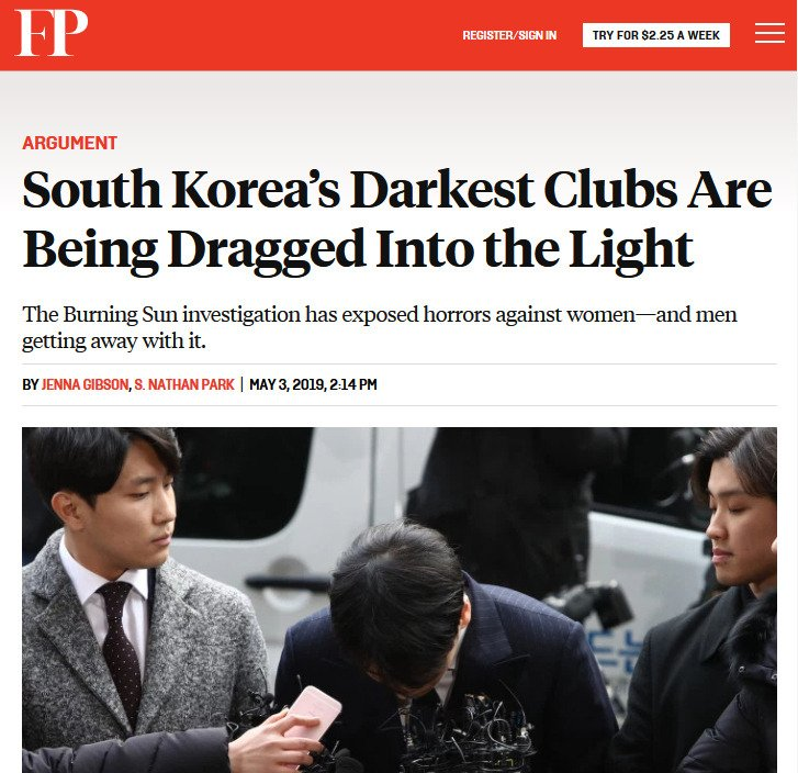 """FP: """".......the role of the Gangnam police. They didn't just look the other way but served as active enforcers for the clubs."""" 🤔  https://t.co/7bfYHyb7rH  #BurningSun #BurningSunScandal #BurningSungate #SouthKorea #chaebol #police  #Gangnam #kpop https://t.co/vciaE2MEkO"""
