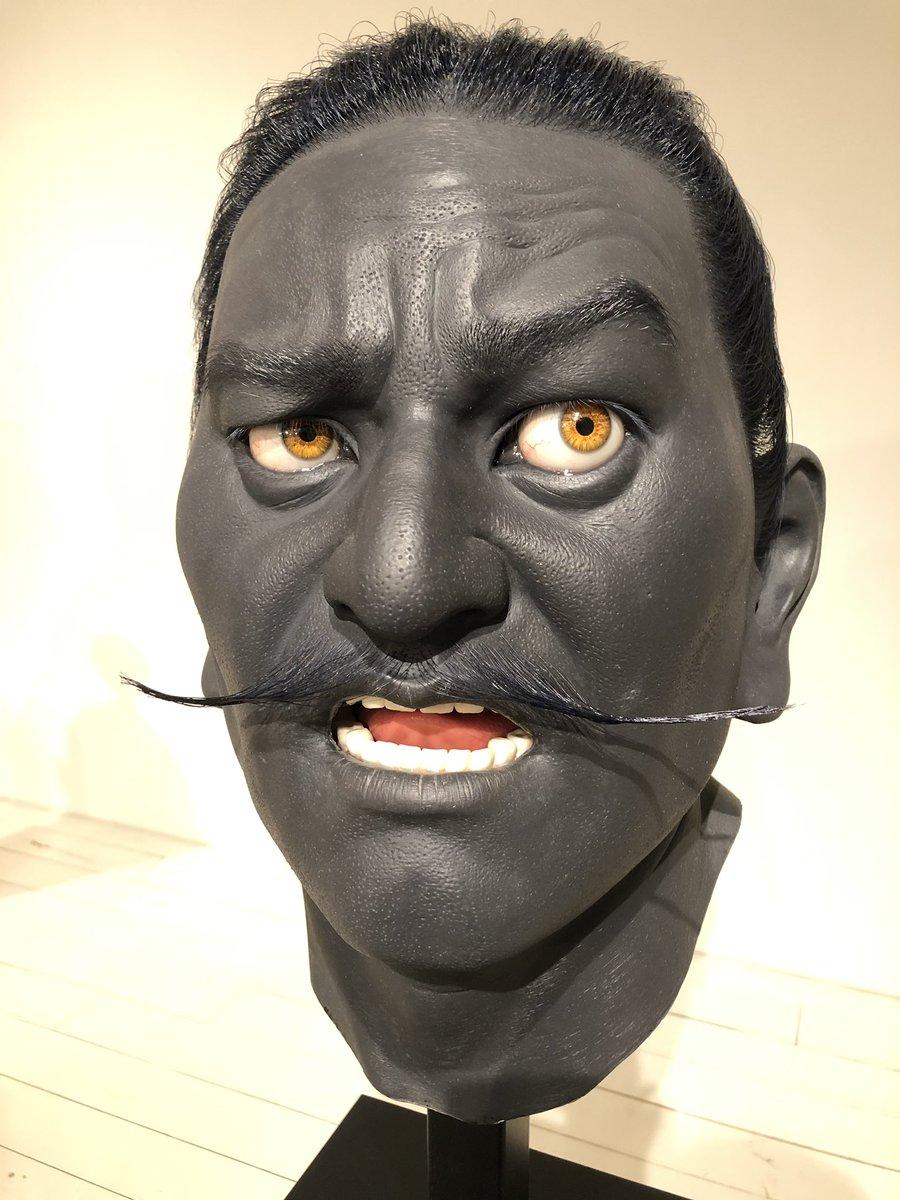 #上路市剛 (かみじいちたか)個展、六本木ヒルズのギャラリー横にて。「徹底してリアリティを追及し肖像を作る作家」とのこと