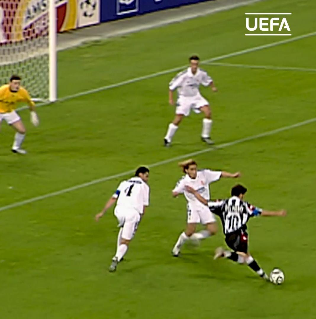 🧙♂️ Del Piero magic at the Delle Alpi, #OTD in 2003 ⚽️  #UCL | @juventusfc | @delpieroale https://t.co/2VdFEHo5nQ