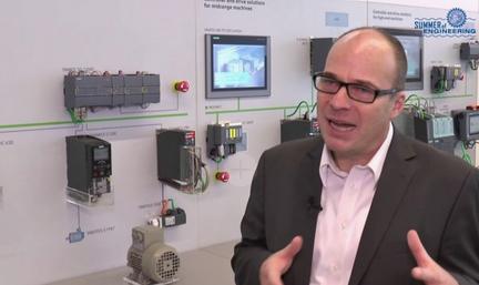 Was präsentiert #Siemens auf der Messe #Ligna 2019 in Hannover (27.-31.05.2019)? Die Antwort gibt Dr. Thomas Menzel, Leiter Digitalisierung und Innovation von Produktionsmaschinen bei Siemens in Erlangen. Zum Video: https://t.co/ly5ZUTyFBD #VFV19