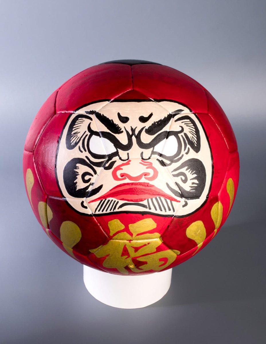 Os invito a participar en la subasta Balones Solidarios, a la que aporto este balón que hemos decorado. Todo lo recaudado se destinará a @FUNDELA1para combatir la ELA. Plazo hasta el 30 de mayo! ⚽️👉🏻 bit.ly/2W62dik #BalonesSolidariosSantander @santander_es